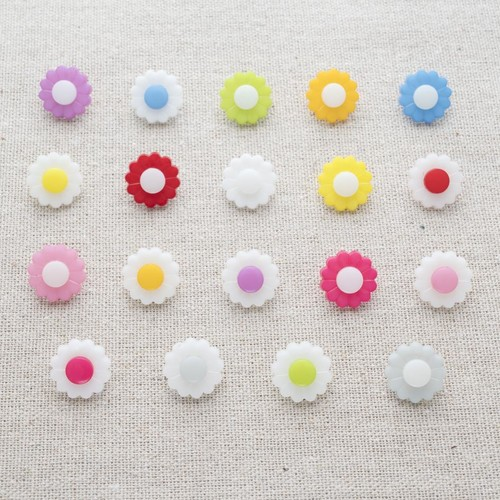 (C5020) Daisy Button - 24' (White/Fuchsia)