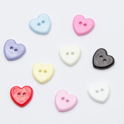 100 x 2 Hole Heart Shape Buttons (CN219) (30 Red)